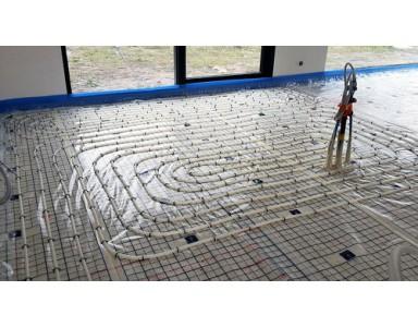 Uit welke onderdelen bestaat vloerverwarming?